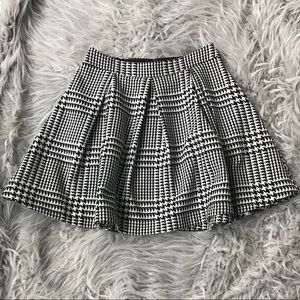 Express Houndstooth Pleated A-Line Skirt